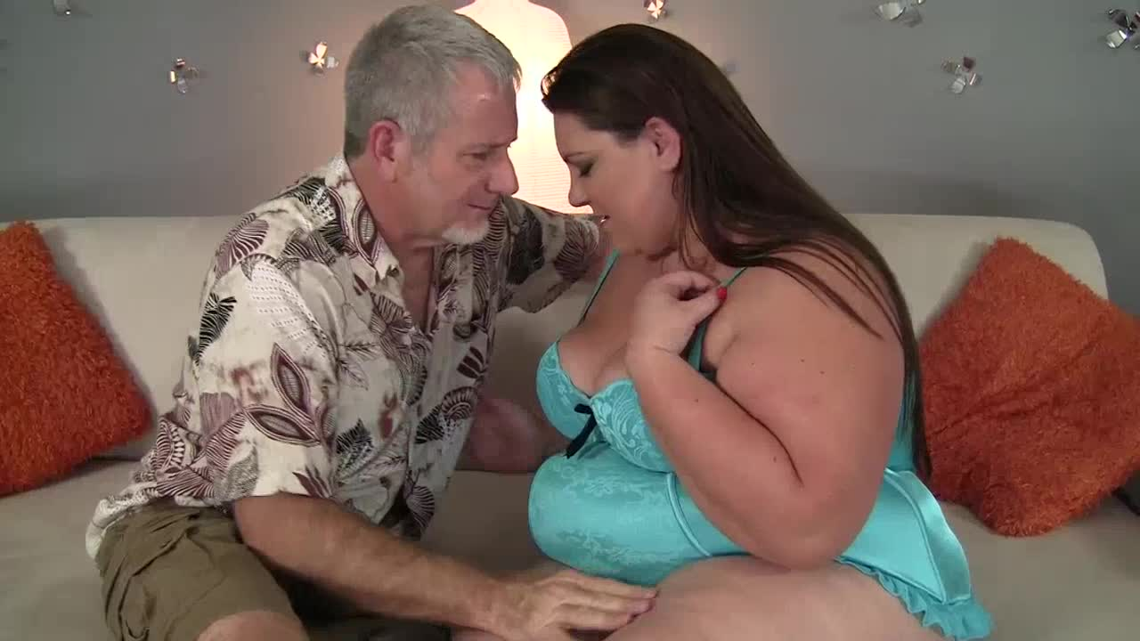 Old guy and BBW girl having sex